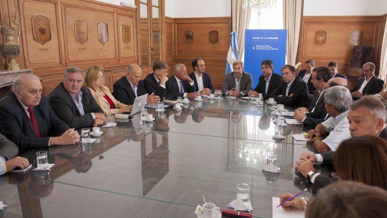 El encuentro con los partidos políticos se dividió en dos reuniones