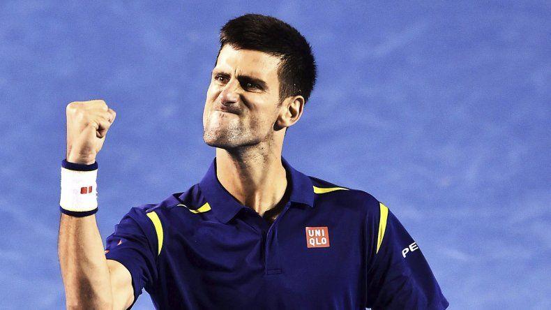 Novak Djokovic festeja su triunfo ante el suizo Roger Federer que le permitió meterse en una nueva final del Abierto de Australia.