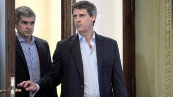 Alfonso Prat Gay acompañado de Marcos Peña en la conferencia de ayer.