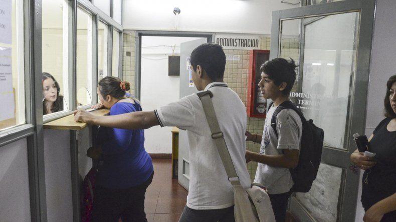 Padres y estudiantes se acercaron ayer hasta la Delegación de Transporte para consultar los requisitos del Transporte Estudiantil Gratuito. Se espera que haya 14.000 beneficiarios.