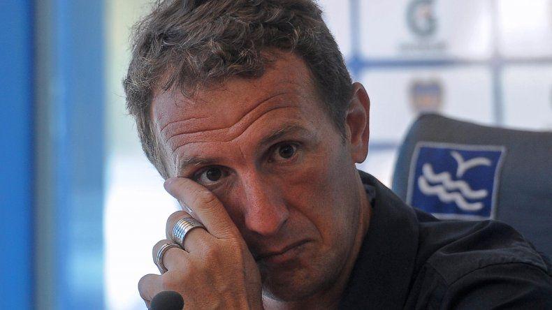 Rodolfo Arruabarrena durante la conferencia de prensa que brindó ayer de cara al partido de mañana ante Temperley.