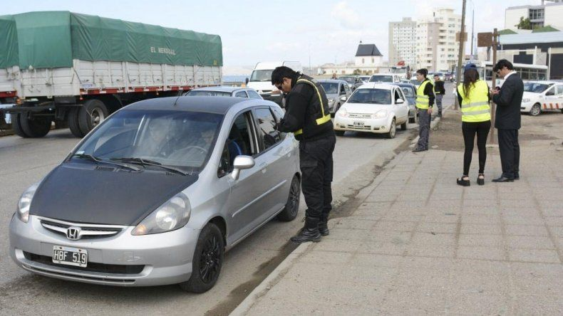La Subsecretaría de Ingresos Brutos y Fiscalización de la Municipalidad de Comodoro Rivadavia volvió a efectuar ayer controles sobre el pago del Impuesto Automotor.