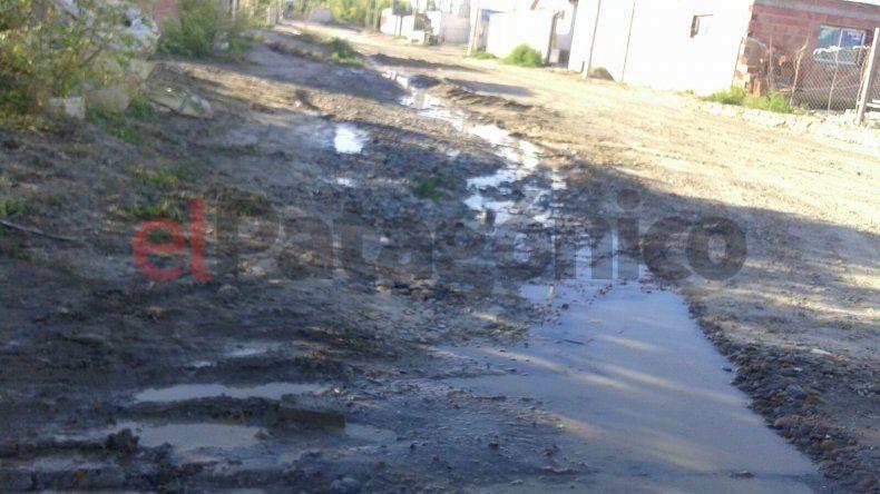 Hace 14 días reclaman por una gran pérdida de agua