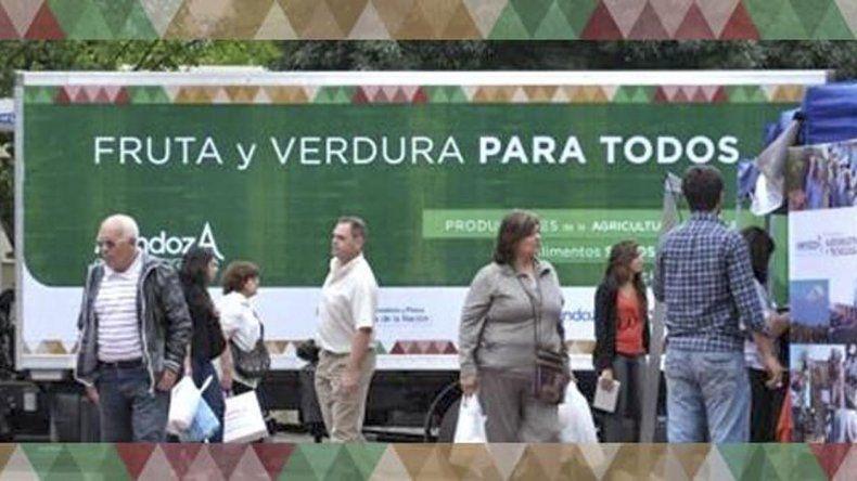 El camión de frutas y verduras para todos vuelve a la provincia. El martes estará en Comodoro y el miércoles en Rada Tilly.