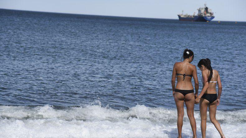 En Comodoro se disfruta del verano en las playas