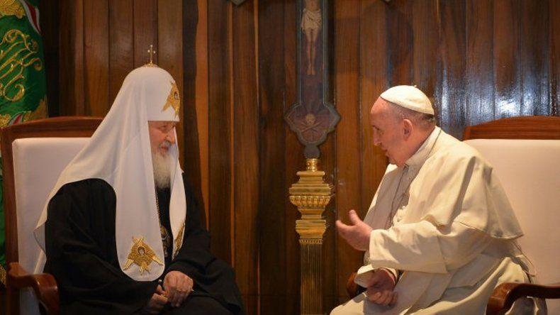 Histórico encuentro entre el Papa y Kiril