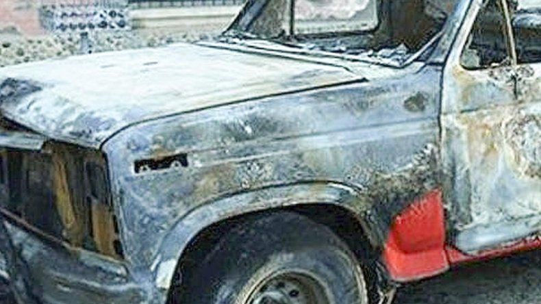 Denuncian que tras discutir con su ex novia  le prendió fuego a la camioneta de su ex suegro