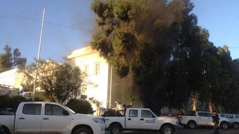 Hay quema de cubiertas en la administración de YPF
