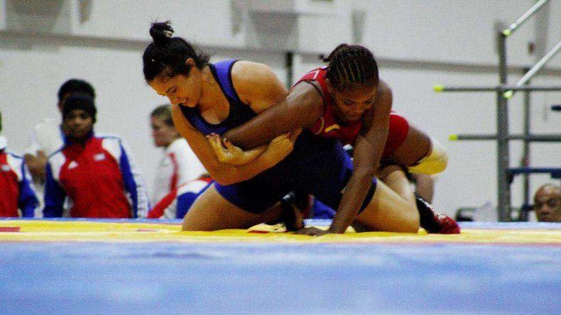 Laura García cambió el judo por la lucha libre y busca una plaza para ser parte de Río 2016.