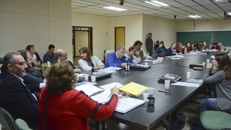 El Consejo Superior convocó a una sesión extraordinaria para hoy en Comodoro Rivadavia.