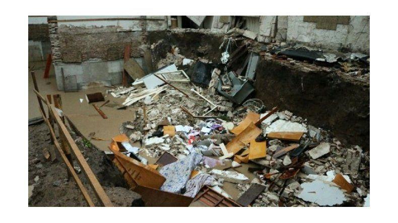 Triple derrumbe en Rosario en medio del fuerte temporal