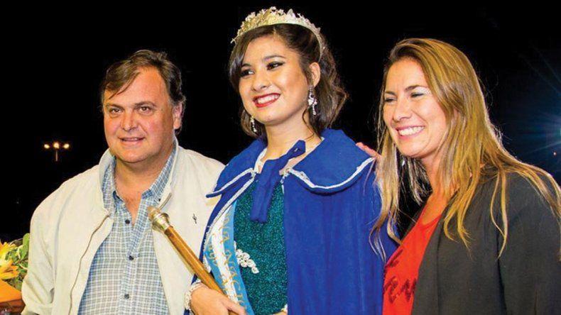 Denise Bordón es la nueva soberana de la Fiesta Nacional del Lago y Miss Santa Cruz 2016. Fue coronada por el intendente Javier Belloni y la concejal Ana Ianni.