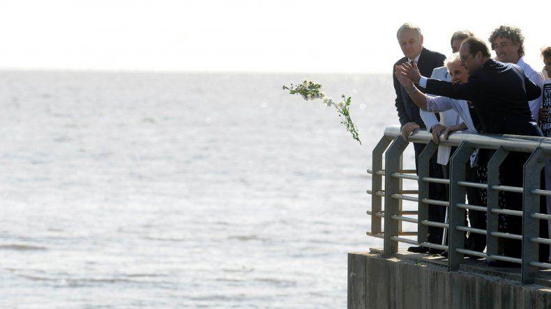 Carlotto y Hollande homenajearon a las víctimas de la última dictadura.