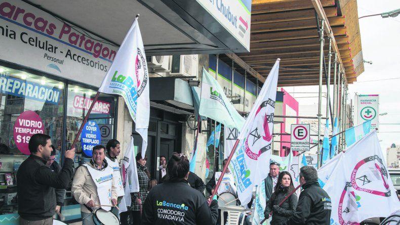 En Comodoro también protestaron los bancarios