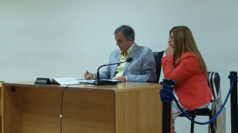 La psicóloga Patricia Soto junto a su abogado defensor Guillermo Iglesias.