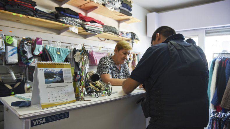 El ladrón encerró a sus víctimas en el vestidor y huyó con ropa para mujer
