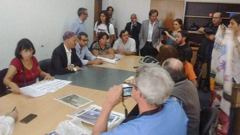 Vecinos autoconvocados de la Patagonia reclamaron al ministro Bergman por diferentes problemáticas que afectan a sus ciudades.