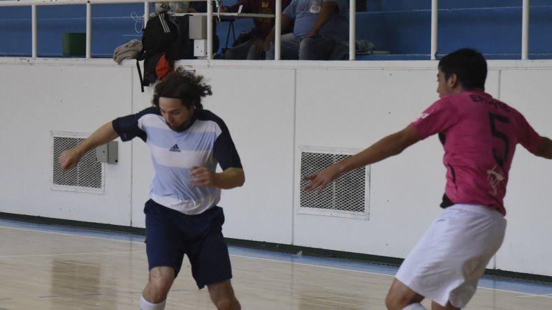El fútbol de salón oficial continuará esta tarde en tres gimnasios de Comodoro Rivadavia.