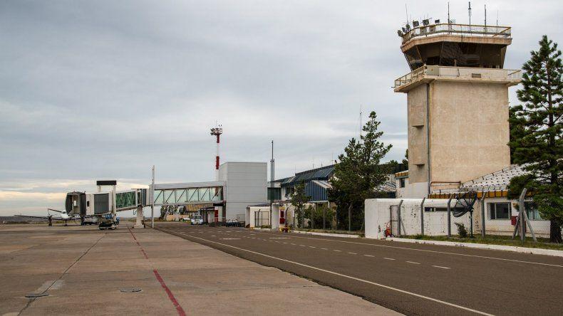 Las carencias del aeropuerto Mosconi fueron descriptas por los propios empleados que las padecen a diario.