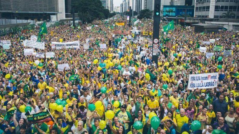 Miles de brasileros marcharán en apoyo a la policía y el juez del caso Petrobras