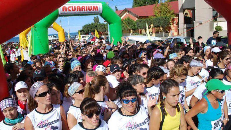 Ochocientas mujeres animaron el último domingo la carrera benéfica que organizó el Club de Triatlón Acuarium.
