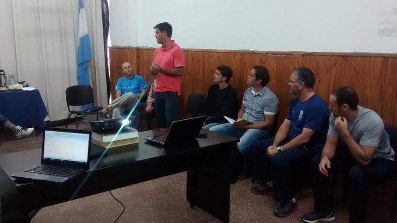 La capacitación se llevó a cabo en el gimnasio municipal 1 con dirigentes de diferentes lugares de la provincia.