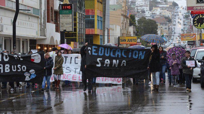 Una de las marchas realizada el año pasado por padres de estudiantes de la Escuela 83 para exigir justicia.