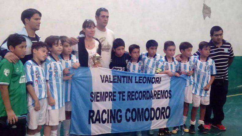 Los chicos de Racing Comodoro recordaron con un torneo Relámpago a Valentín Leonori.