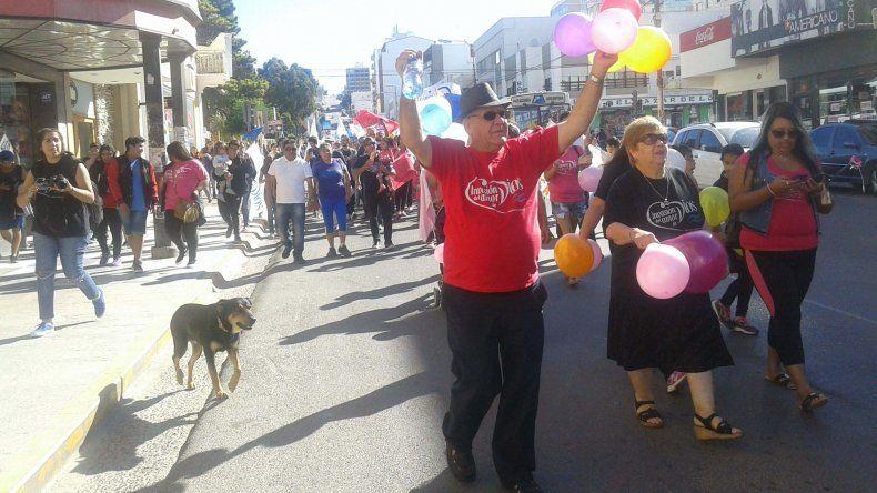 La marcha de las iglesias evangélicas por la calle San Martín.