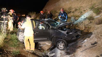 El Fiat Uno que conducía Cristina López terminó sobre un desagüe.