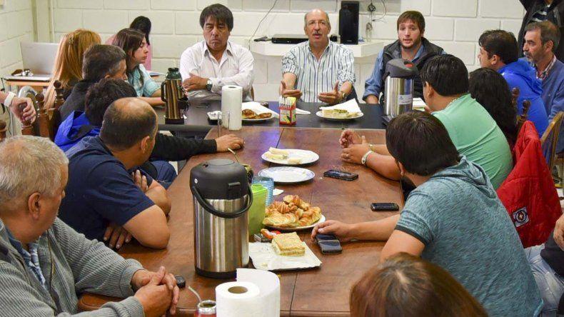 El presidente de Vialidad Provincial se reunió en Caleta Olivia con los integrantes de la Cámara Transportista.