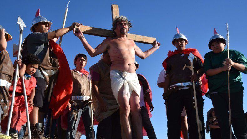 La representación de la Pasión de Cristo en el barrio Pietrobelli.
