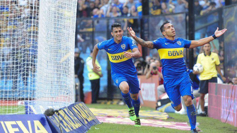 Carlos Tevez abrió la cuenta en La Bombonera para la goleada.