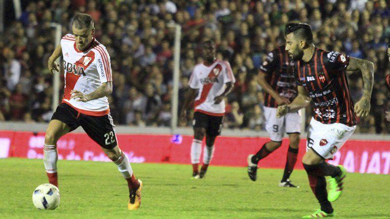DAlessandro jugó suelto pero desconectado. Luego fue reemplazado por Pisculichi. Patronato supo dormir el partido en el final.
