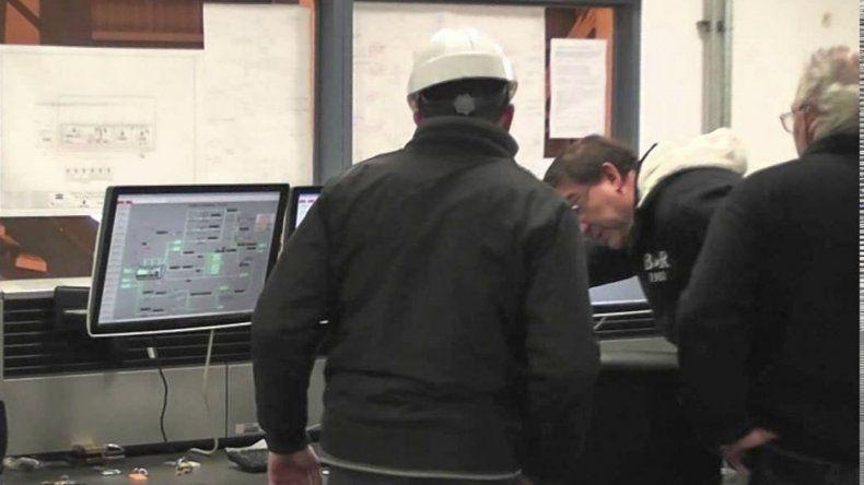 Sala de control de la usina termoeléctrica de Río Turbio donde se estaban capacitando técnicos e ingenieros oriundos de la zona