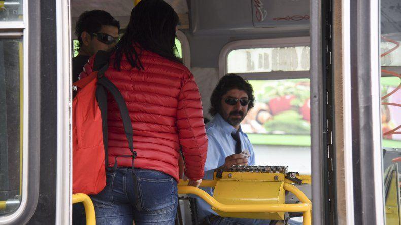 Ayer los estudiantes volvieron a utilizar los bonos para utilizar el Transporte Educativo Gratuito.