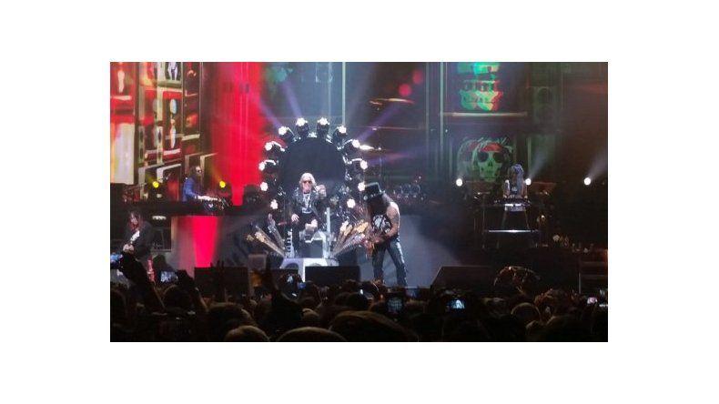 Con Axl Rose enyesado, Guns NRoses inició su gira reunión en Las Vegas