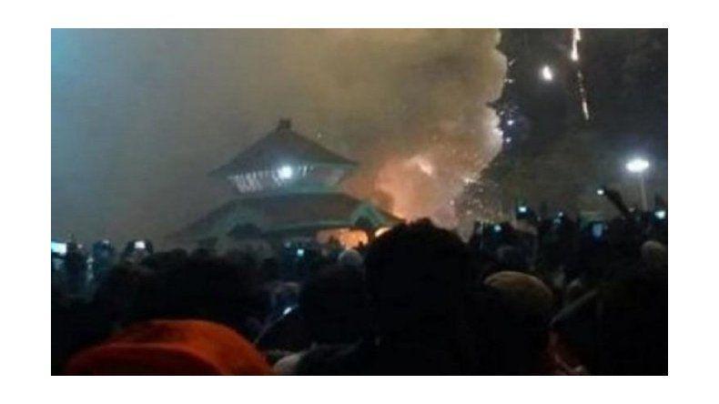 Tragedia en India: al menos 105 muertos en un incendio en un templo
