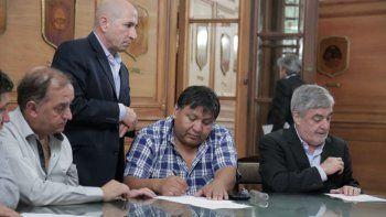 Esta vez, los integrantes de la mesa de monitoreo redactaron y firmaron un acta para que no queden dudas de los compromisos.
