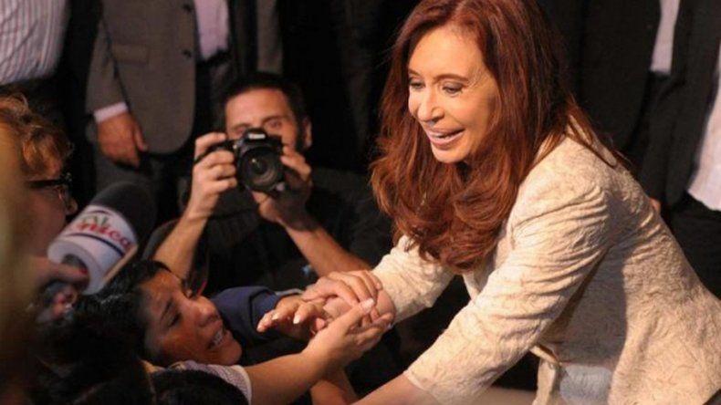 Cristina convocó a los intendentes peronistas bonaerenses a una reunión