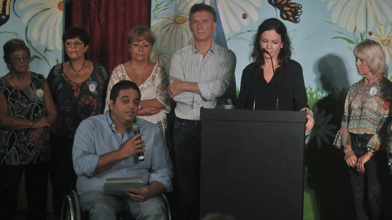El Presidente anunció medidas de ayuda social para afrontar la crisis en un acto en el que estuvo presente el ministro Jorge Triaca.