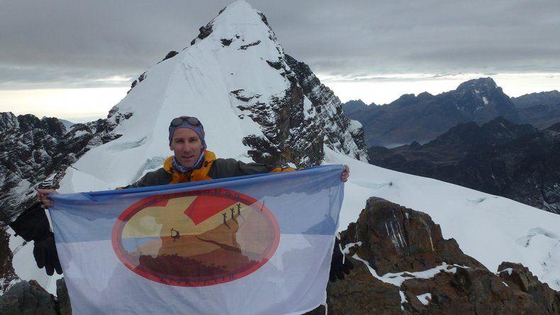 Con la bandera de Comodoro Rivadavia en el Tarija