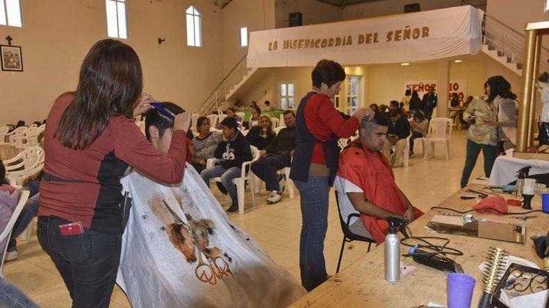 Los coiffeurs comodorenses se reunieron en beneficio de la cuasi parroquia del barrio San Cayetano.