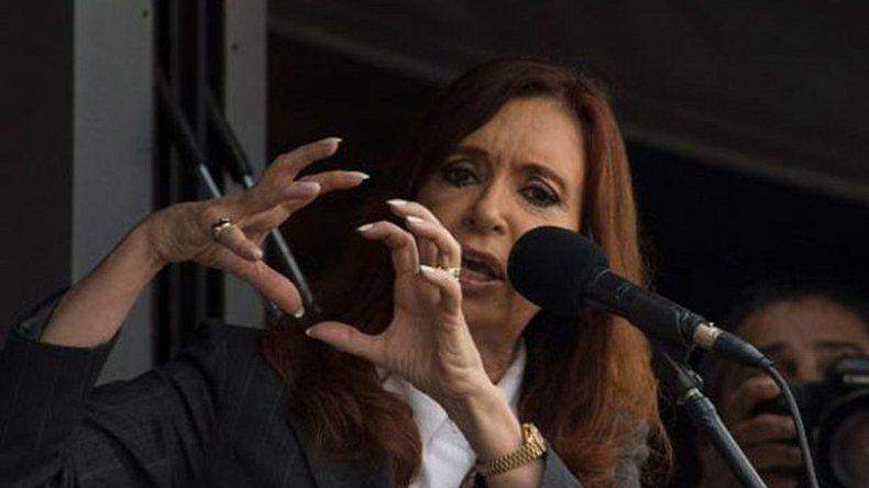 Cristina apuntó contra funcionarios de Macri por beneficiarse con la compra de dólar futuro