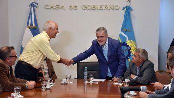 Das Neves habló ayer de la crisis de los bonos para estudiantes y jubilados. Culpó al gobierno anterior.