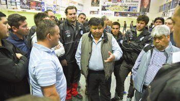 Ellos quieren que las horas que el chofer viene manejando no sean consideradas horas trabajadas, recriminó el secretario general de Petroleros Privados, Jorge Avila, a la CEOPE.