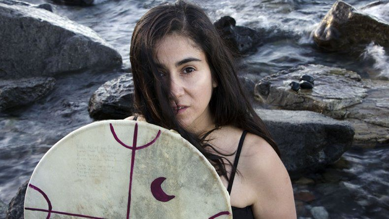 Las letras de Anahí apuntan a la naturaleza y a sus raíces mapuches.