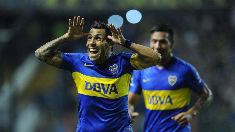 Tevez festeja uno de sus dos goles
