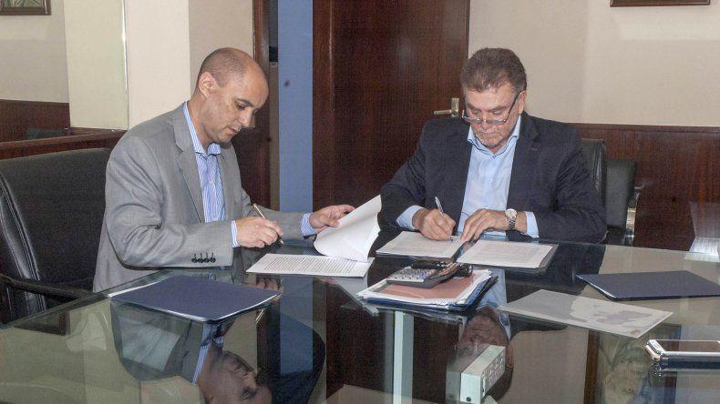 Firmaron convenios para construir las 515 viviendas en Chubut