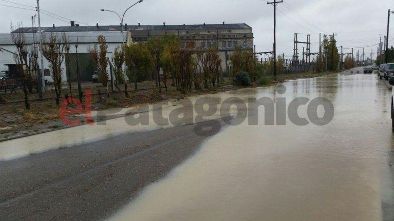 Vecinos de km5 reclaman que los pluviales están tapados